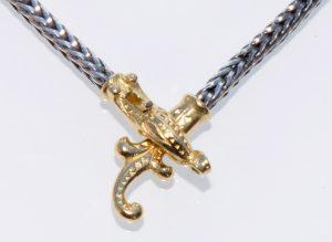 Urnes Collier i soelv lås i guld