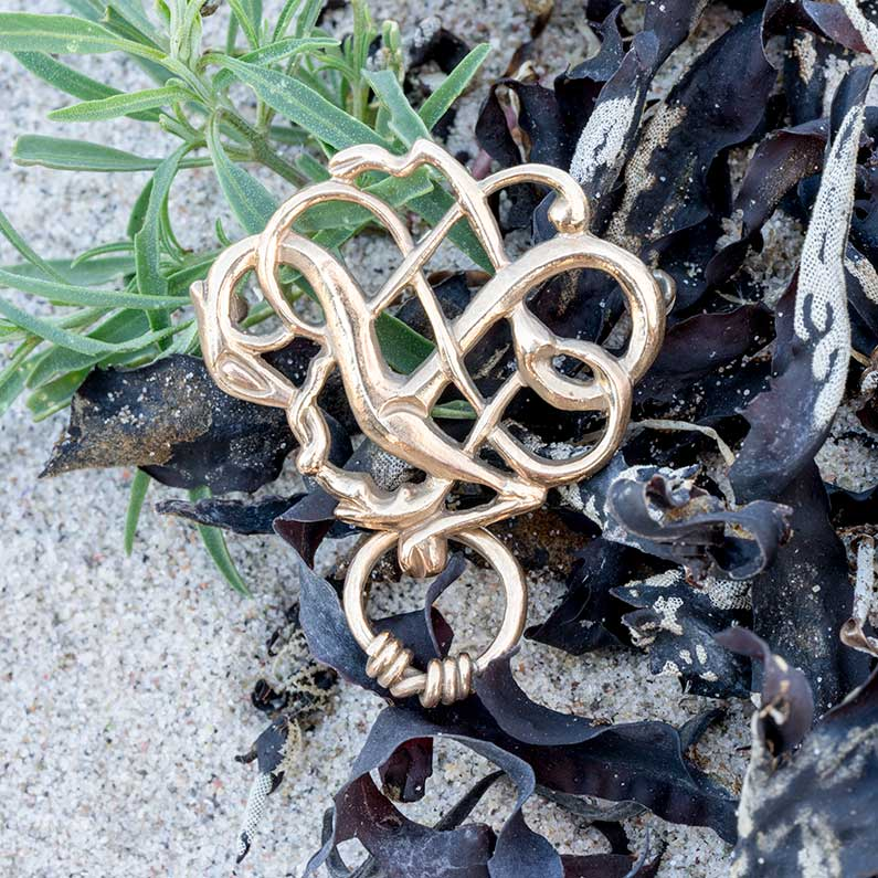 Urnesbroche i bronze